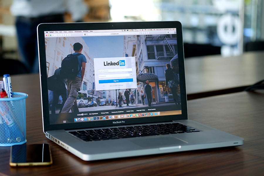 Ex-LinkedIn exec claims site compounds diversity issues