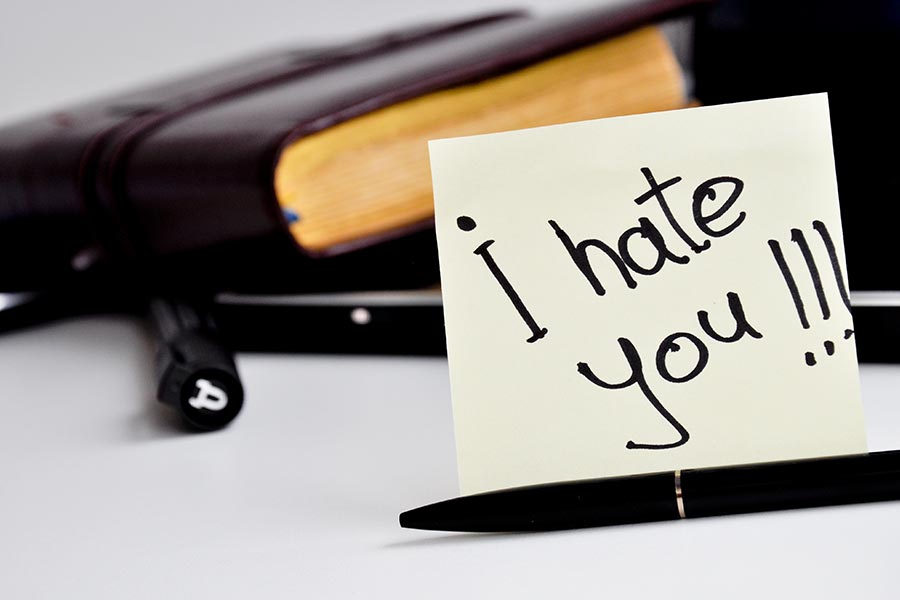 5 signs you secretly hate your boss